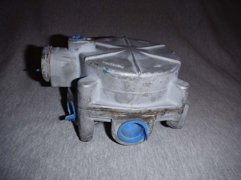 Bendix Brake Valve T-290401-C T-249315-B NEW | eBay